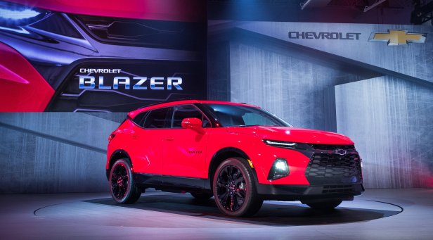 2019-chevrolet-blazer-rs-exterior-live-reveal-001-by-chevy-front-three-quarters