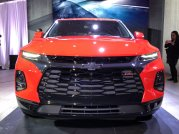 2019-chevrolet-blazer-rs-exterior-live-reveal-001