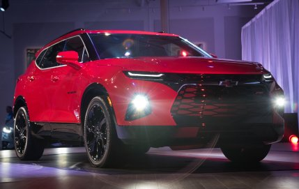 2019-chevrolet-blazer-rs-exterior-live-reveal-003-by-chevy-front-end