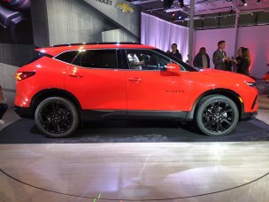 2019-chevrolet-blazer-rs-exterior-live-reveal-004