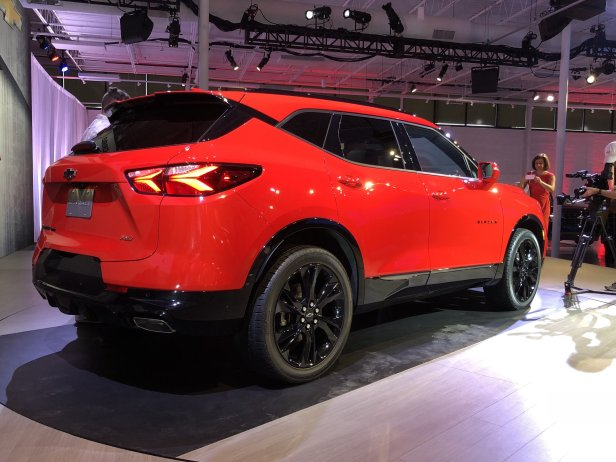 2019-chevrolet-blazer-rs-exterior-live-reveal-005