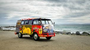 Volkswagen-Woodstock-Light-Bus-Recreation-001