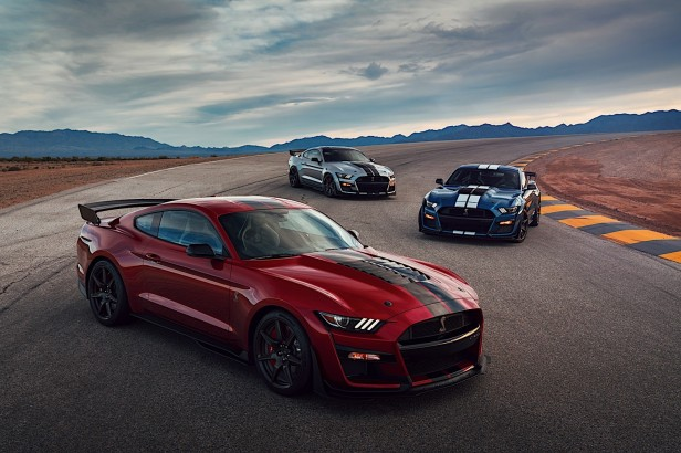 2020-mustang-shelby-gt500-hear-the-mighty-roar-of-the-most-powerful-ford-ever_42